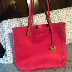 Michael Kors Hot Pink Purse 👛